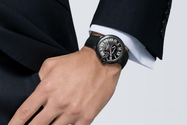 卡地亚腕表带手上展示